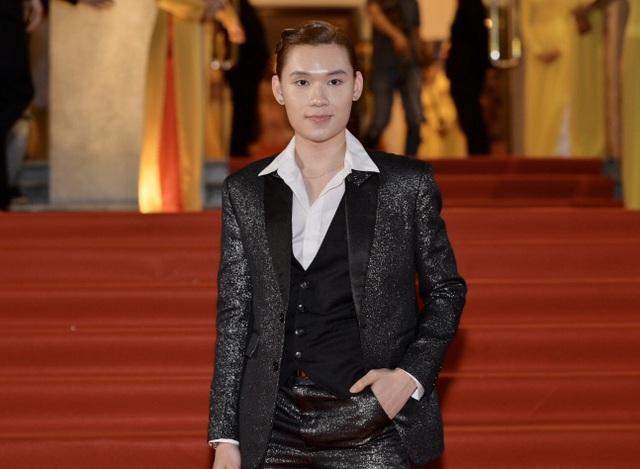 Chi Bảo sánh đôi cùng bạn gái Thùy Chang trên thảm đỏ sau ồn ào vợ mới - vợ cũ - 17