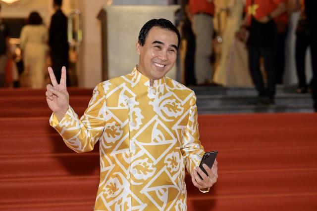 Chi Bảo sánh đôi cùng bạn gái Thùy Chang trên thảm đỏ sau ồn ào vợ mới - vợ cũ - 9