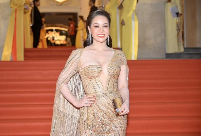 Chi Bảo sánh đôi cùng bạn gái Thùy Chang trên thảm đỏ sau ồn ào vợ mới - vợ cũ - 7