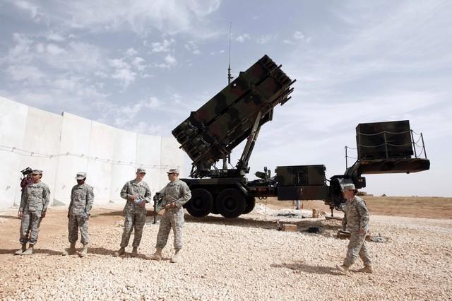 """Vì sao Mỹ không đánh chặn """"mưa"""" tên lửa của Iran? - 2"""
