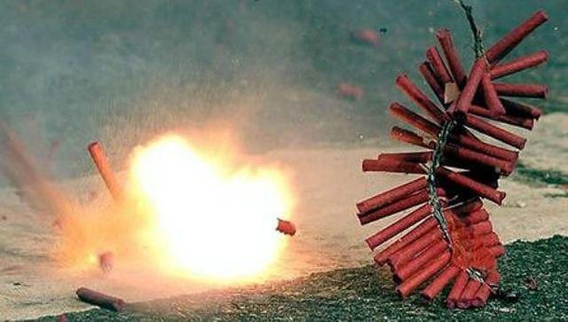 Giáo viên chủ nhiệm và nhà trường chịu trách nhiệm liên đới nếu học sinh mua bán, sử dụng pháo - 1