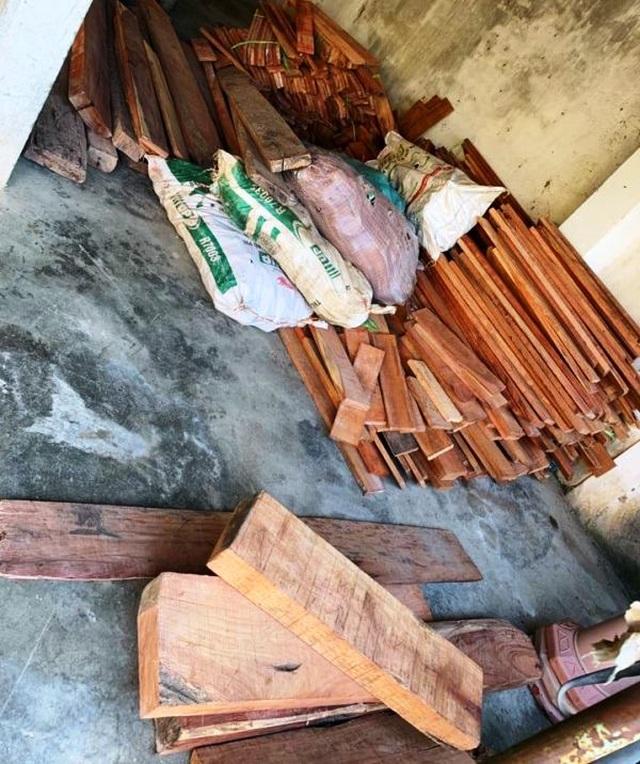 Bắt giữ xe khách biển Lào vận chuyển 840kg pháo hoa trái phép - 4