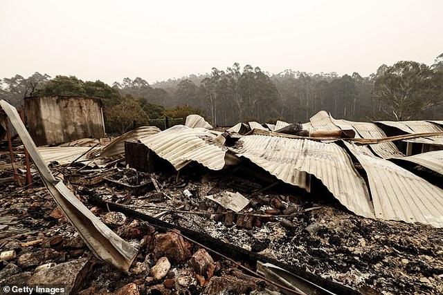 Vừa mất nhà sau vụ cháy rừng khủng khiếp, người đàn ông may mắn trúng 1 triệu đô la Úc - 2