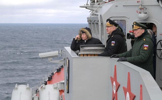 Tổng thống Putin lên tàu tuần dương thị sát tập trận gần Crimea - 7