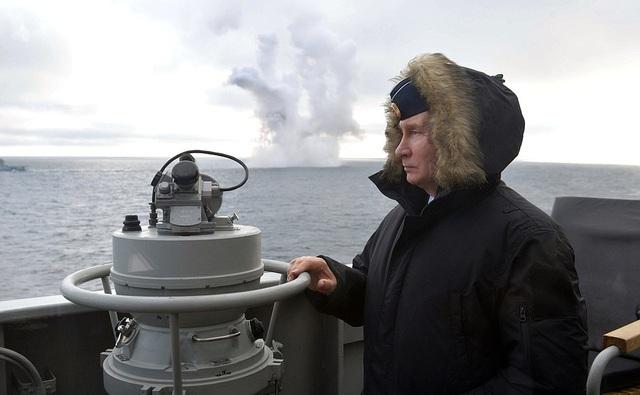 Tổng thống Putin lên tàu tuần dương thị sát tập trận gần Crimea - 2