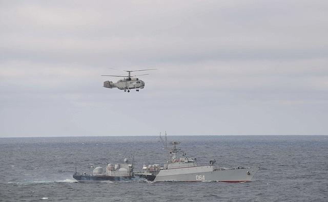 Tổng thống Putin lên tàu tuần dương thị sát tập trận gần Crimea - 6