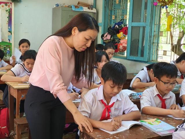 Ninh Thuận khen thưởng cậu bé Chăm đạt giải Nhì cuộc thi Toán trí tuệ Quốc tế - 2