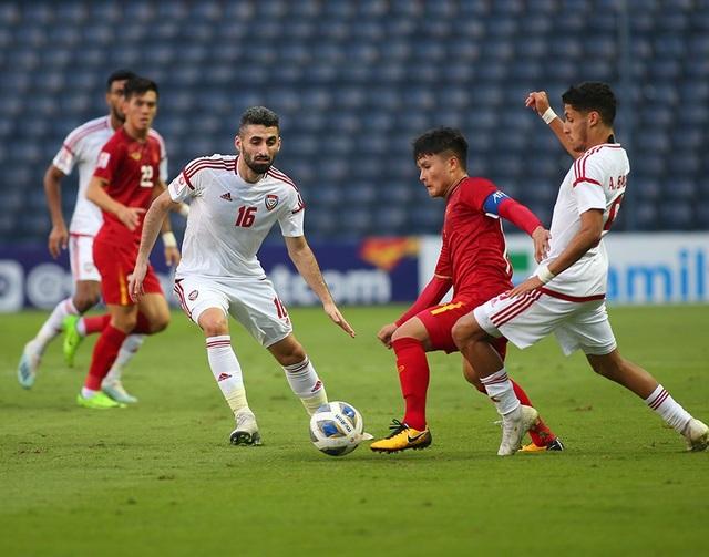 """Quang Hải tả xung hữu đột khiến hàng thủ U23 UAE """"chóng mặt"""" - 9"""