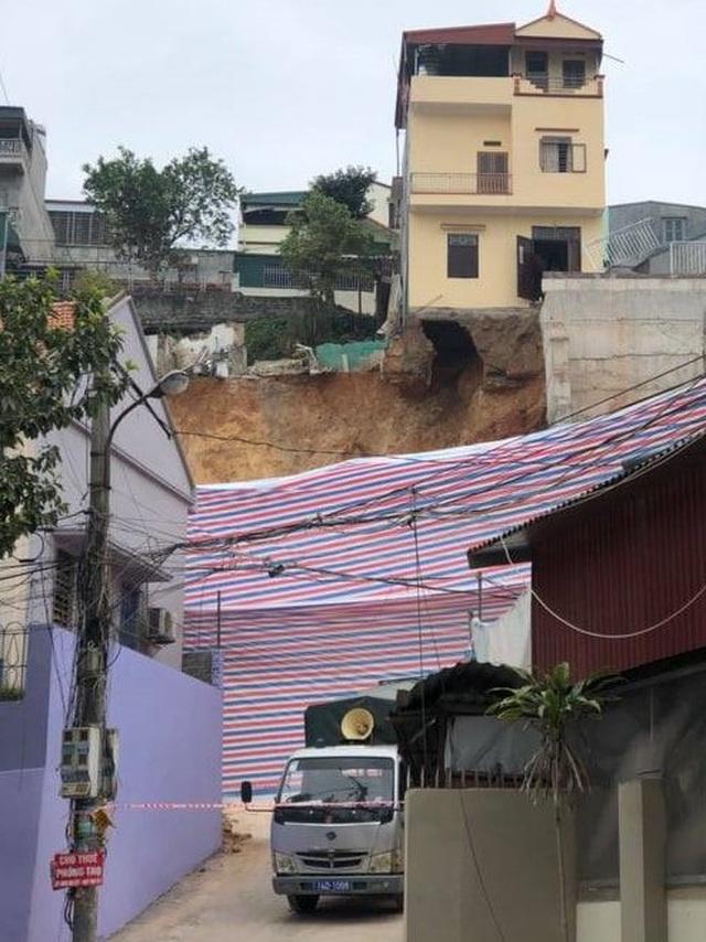 Bờ kè hơn 10m sạt lở, 16 hộ dân phải di dời khẩn cấp - 3