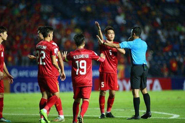"""Quang Hải tả xung hữu đột khiến hàng thủ U23 UAE """"chóng mặt"""" - 1"""