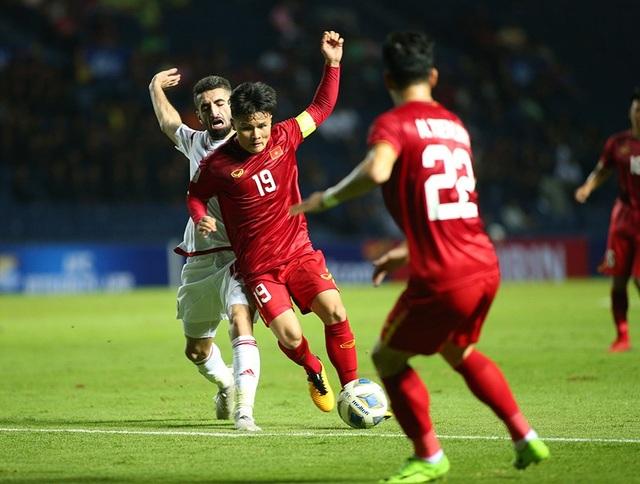 """Quang Hải tả xung hữu đột khiến hàng thủ U23 UAE """"chóng mặt"""" - 4"""