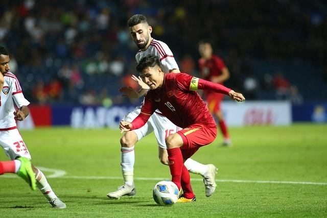 """Quang Hải tả xung hữu đột khiến hàng thủ U23 UAE """"chóng mặt"""" - 5"""
