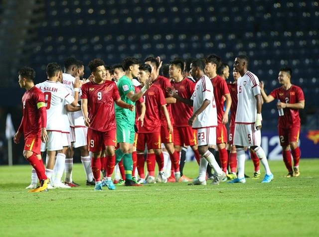 Thoát penalty nhờ VAR, thầy Park vui vẻ bắt tay tổ trọng tài - 7