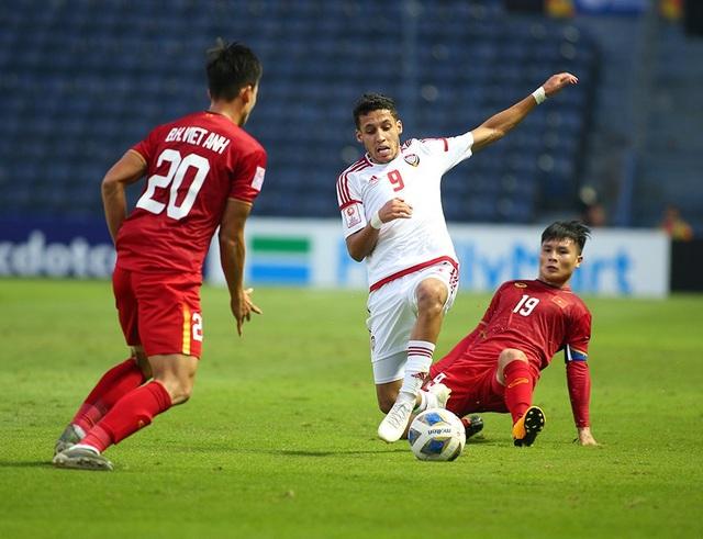 """Quang Hải tả xung hữu đột khiến hàng thủ U23 UAE """"chóng mặt"""" - 2"""