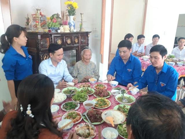 """Tuổi trẻ Quảng Trị tổ chức """"Bữa cơm tất niên"""" tri ân Mẹ Việt Nam Anh hùng - 1"""