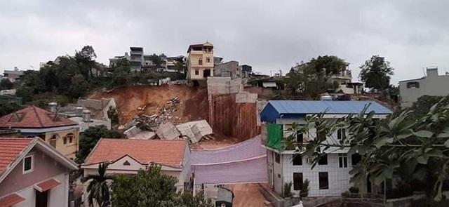 Bờ kè hơn 10m sạt lở, 16 hộ dân phải di dời khẩn cấp - 1