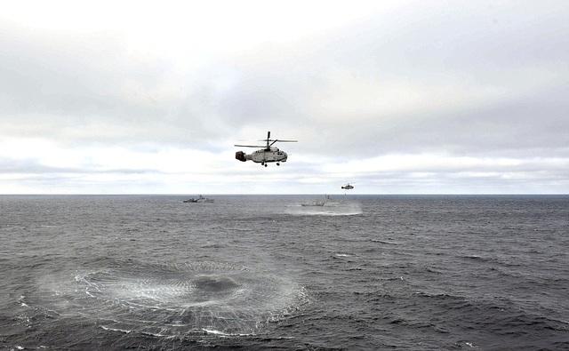 Tổng thống Putin lên tàu tuần dương thị sát tập trận gần Crimea - 9