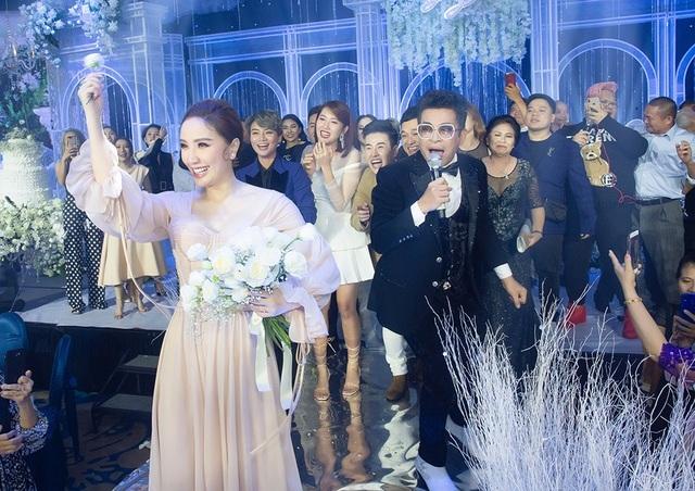 Top 3 đám cưới hào nhoáng nhất showbiz Việt năm 2019 - 12