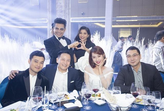 Top 3 đám cưới hào nhoáng nhất showbiz Việt năm 2019 - 15