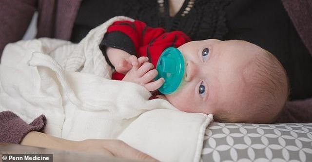 Em bé thứ 2 chào đời từ tử cung hiến tặng tại Mỹ - 1