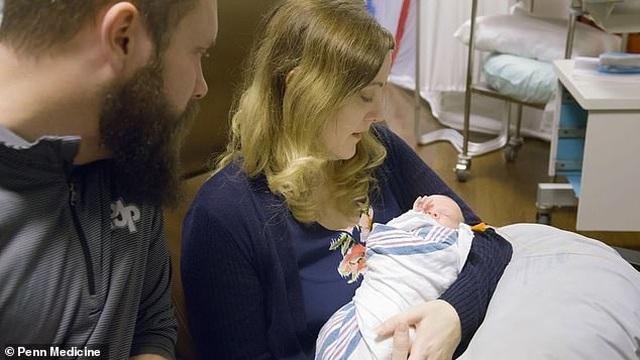 Em bé thứ 2 chào đời từ tử cung hiến tặng tại Mỹ - 4