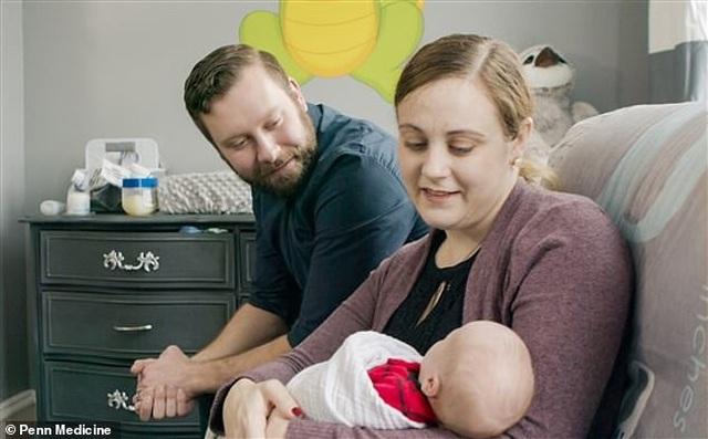 Em bé thứ 2 chào đời từ tử cung hiến tặng tại Mỹ - 5