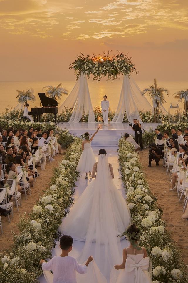 Top 3 đám cưới hào nhoáng nhất showbiz Việt năm 2019 - 9