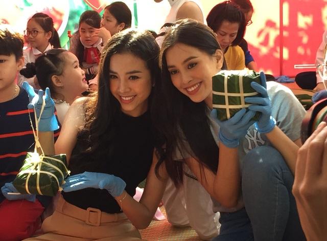 Hoa hậu Tiểu Vy cùng học sinh Hà Nội gói bánh chưng tặng trẻ em vùng cao - 1