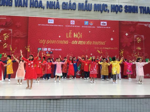 Hoa hậu Tiểu Vy cùng học sinh Hà Nội gói bánh chưng tặng trẻ em vùng cao - 5