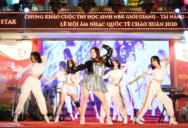 Lộ diện Nam vương và Hoa khôi học sinh trường THPT Nguyễn Bỉnh Khiêm - 5
