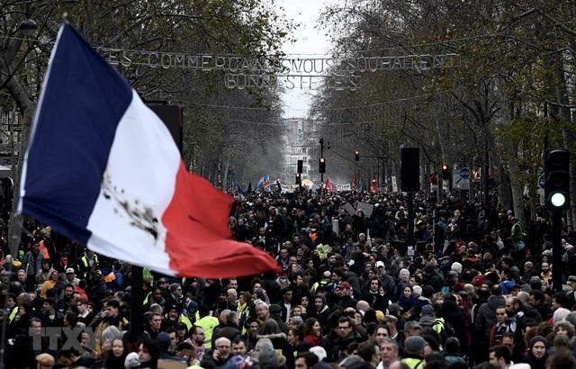 Pháp: Tiếp tục biểu tình quy mô lớn phản đối cải cách hưu trí - 1