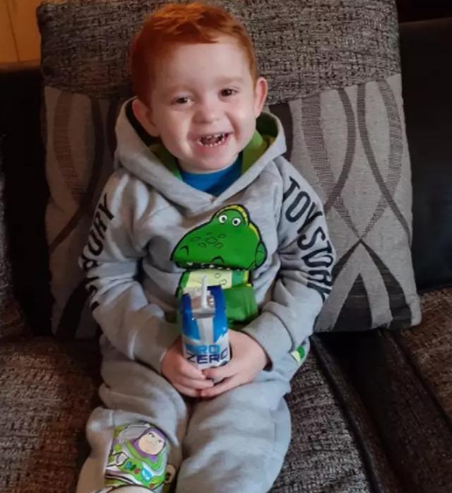 Mắc bệnh lạ, bé trai có thể chết nếu ăn quá 5 hạt đậu mỗi ngày - 2