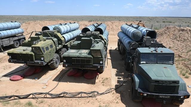 Iraq đàm phán mua S-300 của Nga sau các đòn tấn công tên lửa giữa Mỹ và Iran - 1