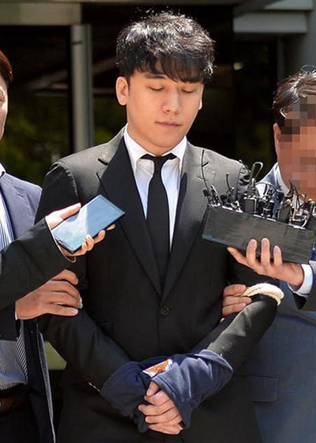 Công tố viên đề nghị bắt giam nam ca sĩ Seungri - 2