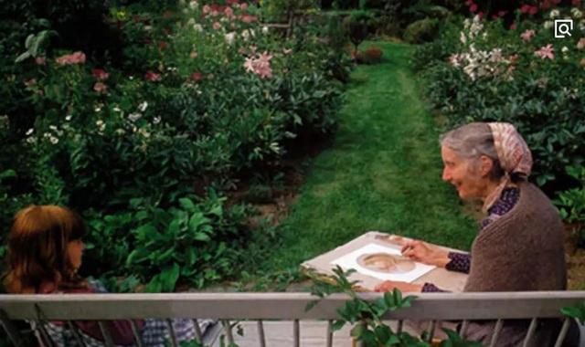 Sửng sốt với ngôi nhà hoa hồng đẹp như bước ra từ truyện cổ tích của cụ bà 92 tuổi - 2