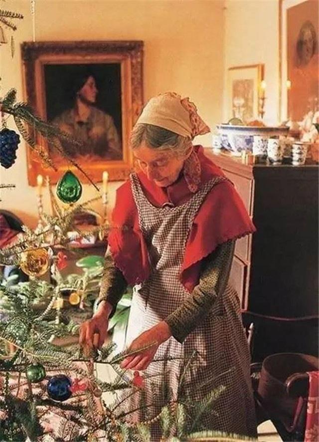 Sửng sốt với ngôi nhà hoa hồng đẹp như bước ra từ truyện cổ tích của cụ bà 92 tuổi - 7