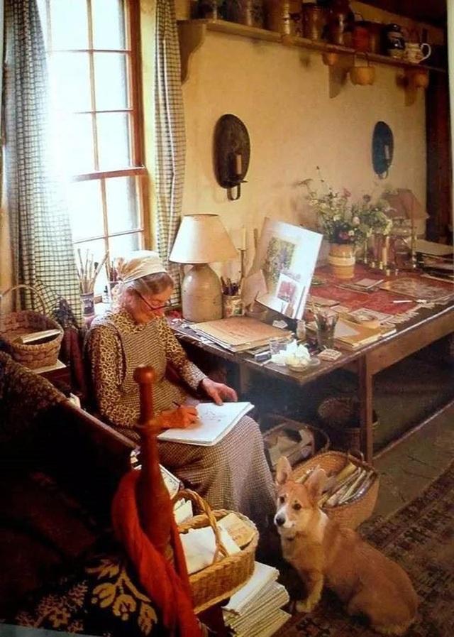 Sửng sốt với ngôi nhà hoa hồng đẹp như bước ra từ truyện cổ tích của cụ bà 92 tuổi - 8