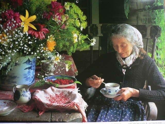 Sửng sốt với ngôi nhà hoa hồng đẹp như bước ra từ truyện cổ tích của cụ bà 92 tuổi - 10