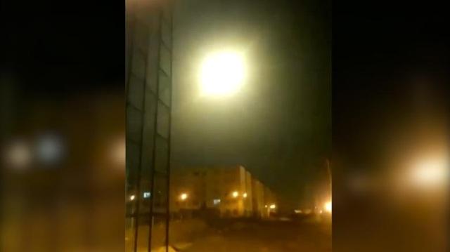 Video khoảnh khắc máy bay Ukraine nghi bị trúng tên lửa ở Iran - 1