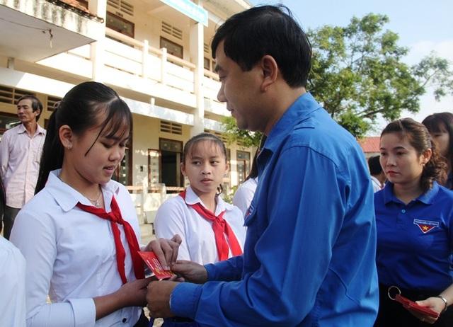Bình Định: Đem Tết yêu thương đến học sinh nghèo vượt khó - 2