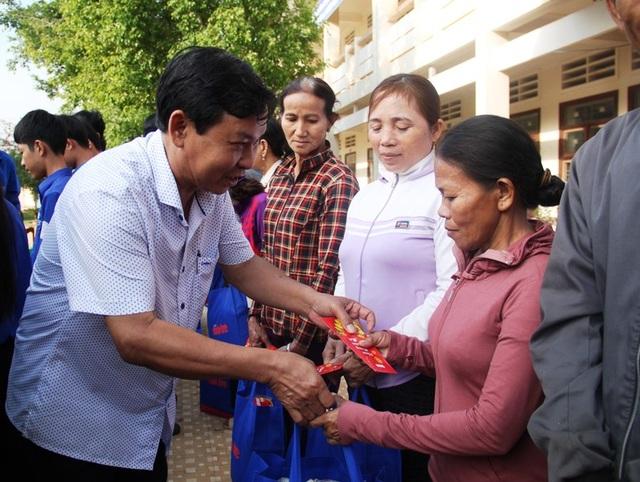 Bình Định: Đem Tết yêu thương đến học sinh nghèo vượt khó - 3