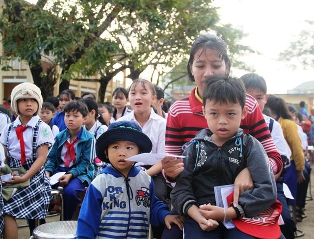 Bình Định: Đem Tết yêu thương đến học sinh nghèo vượt khó - 1