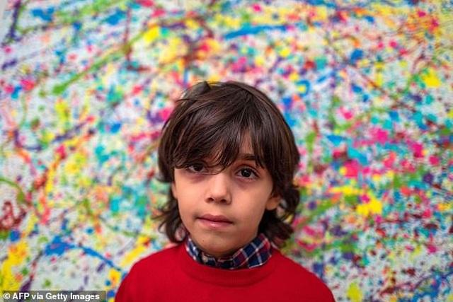 Thần đồng hội họa 7 tuổi bán tranh giá hàng trăm triệu đồng - 2