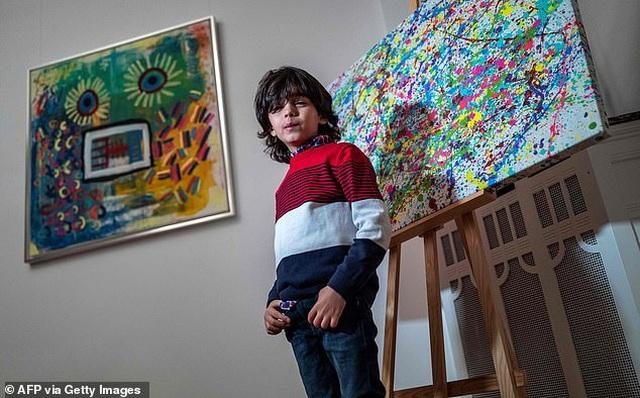 Thần đồng hội họa 7 tuổi bán tranh giá hàng trăm triệu đồng - 4