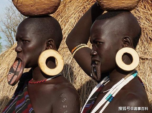 Bộ lạc đĩa môi, đĩa càng lớn phụ nữ càng dễ kiếm được chồng - 3