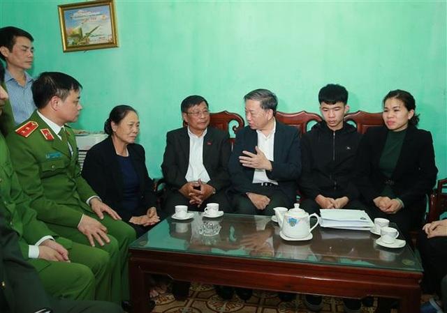 Bộ trưởng Tô Lâm thăm gia đình 3 chiến sỹ hi sinh trong vụ việc ở Đồng Tâm