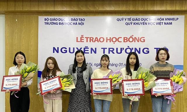 30 sinh viên nghèo vượt khó nhận học bổng Nguyễn Trường Tộ - 3