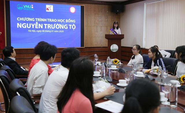30 sinh viên nghèo vượt khó nhận học bổng Nguyễn Trường Tộ - 2