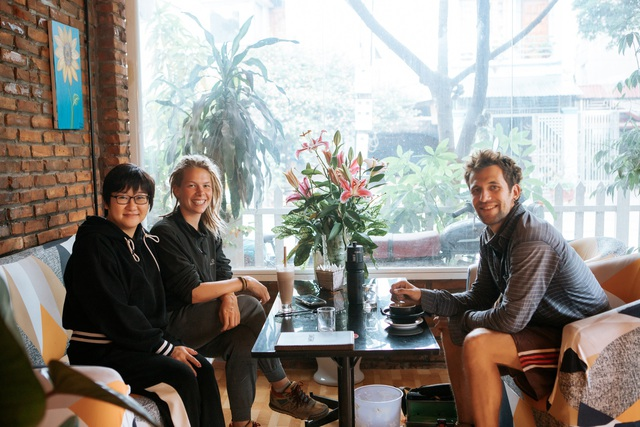 Cặp vợ chồng ở Hà Giang tự xây ngôi nhà hoa hồng đẹp như mơ giữa phố núi - 11