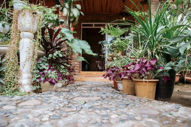 Cặp vợ chồng ở Hà Giang tự xây ngôi nhà hoa hồng đẹp như mơ giữa phố núi - 3